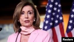 资料照:美国国会众议院议长佩洛西(House Speaker Nancy Pelosi, D-CA)在国会山召开的记者会上发言。