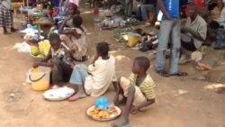 Un enfant réfugié et vendeur