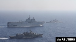 Фото: Грецькі та французькі кораблі в Середземному морі