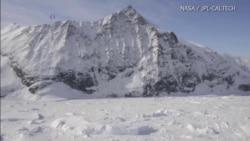 นาซ่าระบุแผ่นน้ำแข็งขนาดใหญ่ขั้วโลกใต้กำลังแตกละลาย