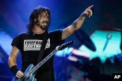 Dave Grohl dari band Foo Fighters tampil di panggung festival musik Rock in Rio di Rio de Janeiro, Brazil. (Foto: dok).