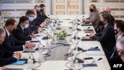 Энтони Блинкен (справа), на встрече с Владимиром Зеленским и другими официальными лицами Украины, 6 мая, 2021 г.