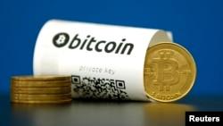 一枚带有二维码和一枚硬币的比特币(2015年5月27日)