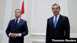 프랑수아 필리프 샹퍄뉴 캐나다 외무장관과 왕이 중국 국무위원 겸 외교부장이 지난 25일 이탈리아 로마에서 회담을 했다.