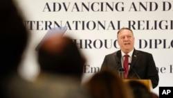 """美國國務卿蓬佩奧在羅馬舉行的""""通過外交推動和捍衛國際宗教自由""""研討會上發言。 (2020年9月30日)"""
