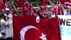 Fethullah Gülen'in Evinin Önünde Protesto Gösterisi