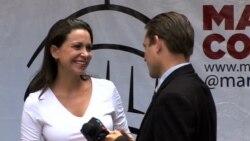 María Corina Machado conversa con la VOA