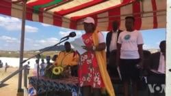 UAuxilia Mnangagwa Ukhuluma Lezakhamizi eGwanda