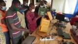 Usaha Rintisan di Benin Rakit Komputer dari Bahan Daur Ulang