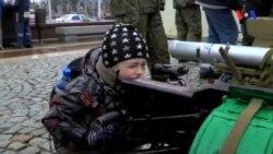 Rus propaqandasının qarşısına zarafatla çıxan gənclər