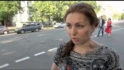 Опитування: не всі українці підтримують ідею надання США зброї Україні. Відео