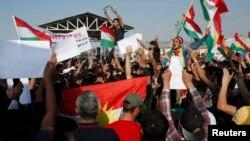 叙利亚库尔德人10月10日在联合国驻伊拉克大楼前示威,抗议土耳其对叙利亚发动军事攻势。