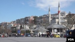 Istanbul's Uskudar district once a stronghold of Erdogan support has declined, amid concerns over economy and declining rights, but voters appear skeptical whether parties led by Erdogan's former allies offer a way forward. (Dorian Jones/VOA)