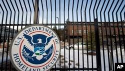 En esta foto de archivo del 25 de febrero de 2015, se muestra la sede del Departamento de Seguridad Nacional en el noroeste de Washington.