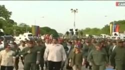 Maduro participe à une parade militaire