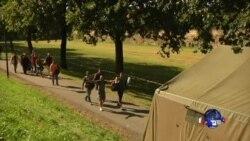 奥地利小镇接待过境难民