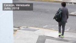 Joven caraqueño cambia papel higiénico por productos y servicios en Venezuela