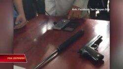 Một linh mục bị dọa súng vì 'xúc phạm Hồ Chí Minh'