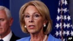 ARHIVA - Sekretarica za obrazovanje Betsy DeVos (Foto: AP)