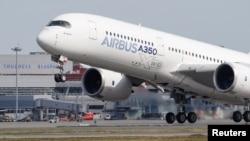 Pesawat Airbus A350 tinggal landas di Toulouse, Perancis (foto: ilustrasi).