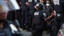 美國抗議活動中 多名警察單膝下跪支持示威者