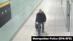 Британська поліція оприлюднила цю фотографію третього підозрюваного Дениса Сергеєва