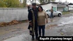 """Murod Jo'rayev """"Ezgulik"""" rahbari Vasila Inoyatova bilan, 12-noyabr, 2015"""