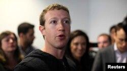 El Cofundador de Facebook, Mark Zuckerberg, asegura que grandes compañías, como la que dirige, necesitan de los inmigrantes especializados para sostener el desarrollo tecnológico de sus empresas.