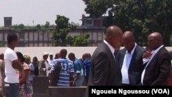Des habitants de Brazzaville réunis lors la commémoration de l'anniverssaire de l'explosion dans la ville, le 4 mars 2013.