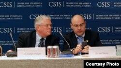 Tiến sĩ Carl Thayer tại Hội nghị Biển Ðông USCIS.