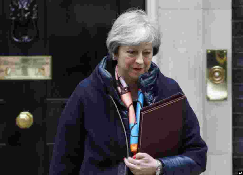 ترزا می، نخست وزیر بریتانیا پیشتر گفت جاسوس سابق روس و دخترش، با گاز اعصابی که در اتحاد جماهیر شوروی تولید شده بود، مسموم شدند. او از روسیه پاسخ خواسته است.