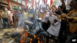 Hindu nationalist Shiv Sena activists burn a scooter during a nationwide strike to protest a steep hike in gas prices in Jammu, India, May 31, 2012.