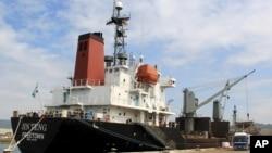 지난 4일 필리핀 정부가 억류한 북한 화물선 진텅(Jin Teng)호가 마닐라 북서부 수빅 만에서 정박해있다.
