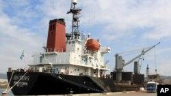 지난 3월 필리핀 정부가 몰수한 북한 화물선 진텅(Jin Teng)호가 마닐라 북서부 수빅 만에서 정박해있다. (자료사진)