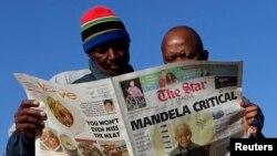 Báo chí Nam Phi đưa tin về sức khỏe của ông Mandela, ngày 24/6/2013.