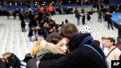 حملات شب گذشته در شهر پاریس جان ۱۵۳ نفر را گرفت.