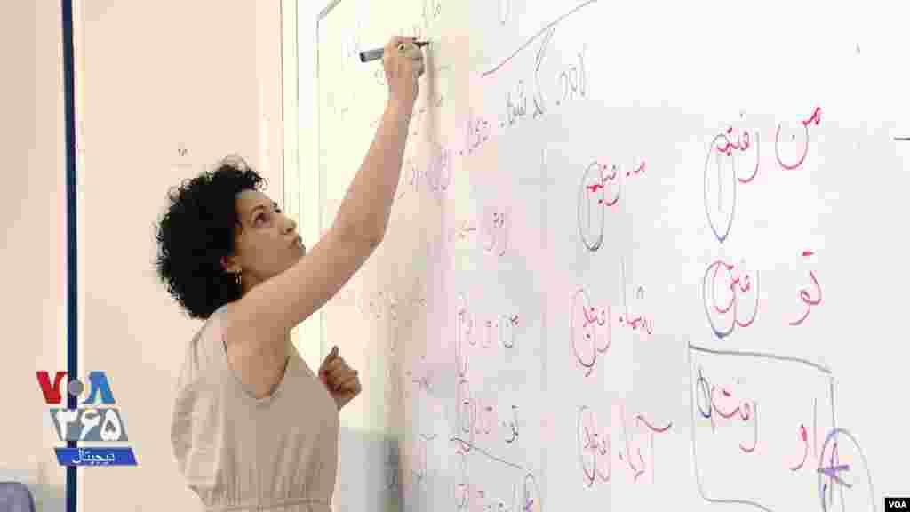 حنا جهانفروز، یک آموزگار زبان فارسی، امیدوار است شاگردانش مردم ایران را دوستان خود بدانند.