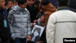 Chinese Families Mourn Stampede Victims on Symbolic 7th Day