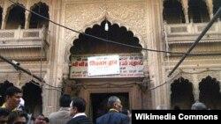 Pintu utama Kuil Bankey Bihari, Vrindavan, Mathura, Uttar Pradesh India (Foto: Wikipedia).