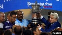 Ketua Klub Sepak Bola Mesir El Zamalek,Mortada Mansour, pada saat klubnya memenangkan Piala Mesir, 24 September 2015. Mortada membatalkan rencananya untuk mencalonkan diri.
