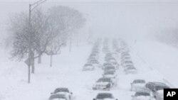 Des milliers d'automobilistes sont restés bloqués sur la principale artère de Chicago