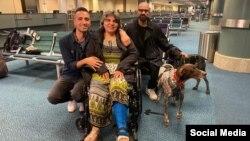 مریم ممبینی در کنار فرزندانش مهران و رامین سیدامامی