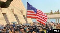 گزارش تصویری: تشکر هزاران هنگکنگی از پرزیدنت ترامپ برای حمایت از معترضان
