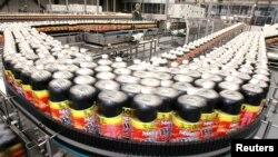 Producción de bebidas gaseosas: un reporte señala que las que tienen un colorante de caramelo pueden producir cáncer.