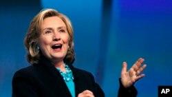 La exsecretaria de Estado de EE.UU., Hillary Clinton, anunció oficialmente su candidatura por el Partido Demócrata para competir en las elecciones de 2016.