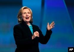 Cựu Ngoại trưởng Hillary Rodham Clinton phát biểu tại Hội nghị Phụ nữ Massachusetts ở Boston, 4/12/2014.