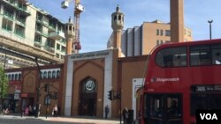 A photo shows the East London Mosque, one of Europe's largest, in London, May 5, 2016 (L. Ramirez/VOA). According to the British government, there are now some 1,850 mosques operating throughout the country.