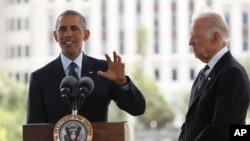 Tổng thống Barack Obama và Phó Tổng thống Joe Biden (phải) phát biểu tại buổi lễ tưởng niệm những người thiệt mạng trong vụ nổ súng tại hộp đêm đồng tính ở Orlando, Florida, ngày 16 tháng 6 năm 2016.
