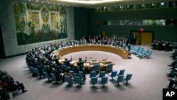 DK PBB melakukan pengambilan suara pada resolusi yang mengharuskan Suriah memusnahkan seluruh senjata kimianya, 27 September 2013.