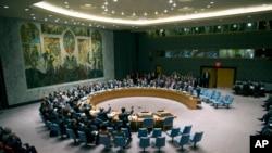 9월 27일 유엔 본부에서 유엔 안전보장이사회가 시리아가 화학 살상 무기를 포기하도록 하는 결의안에 투표하고 있다.
